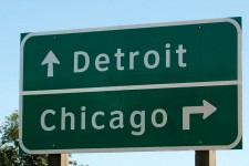 A road sign signaling the directions to Detroit and Chicago.