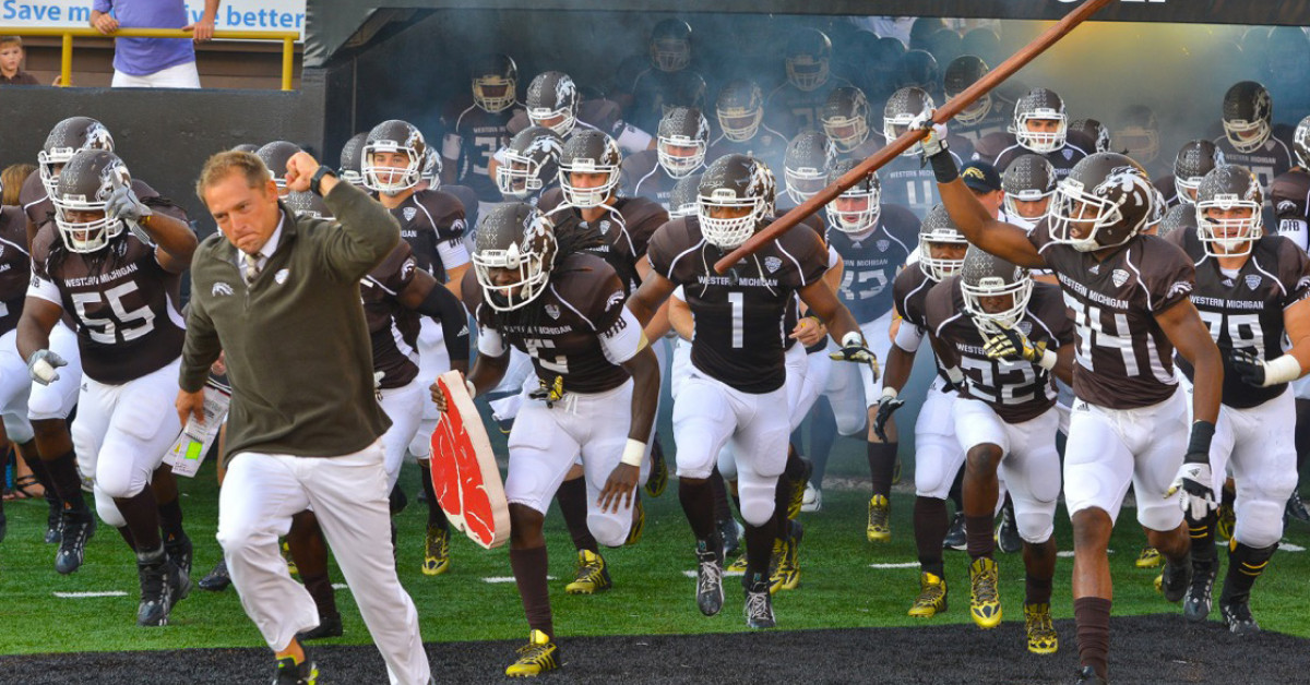 Football Broncos Remain Undefeated After 45 31 Win Over Emu Wmu News Western Michigan University