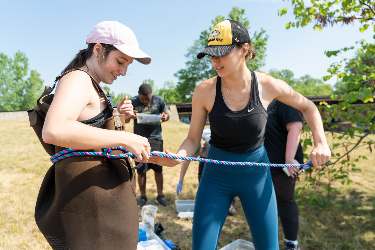Students tie a rope.