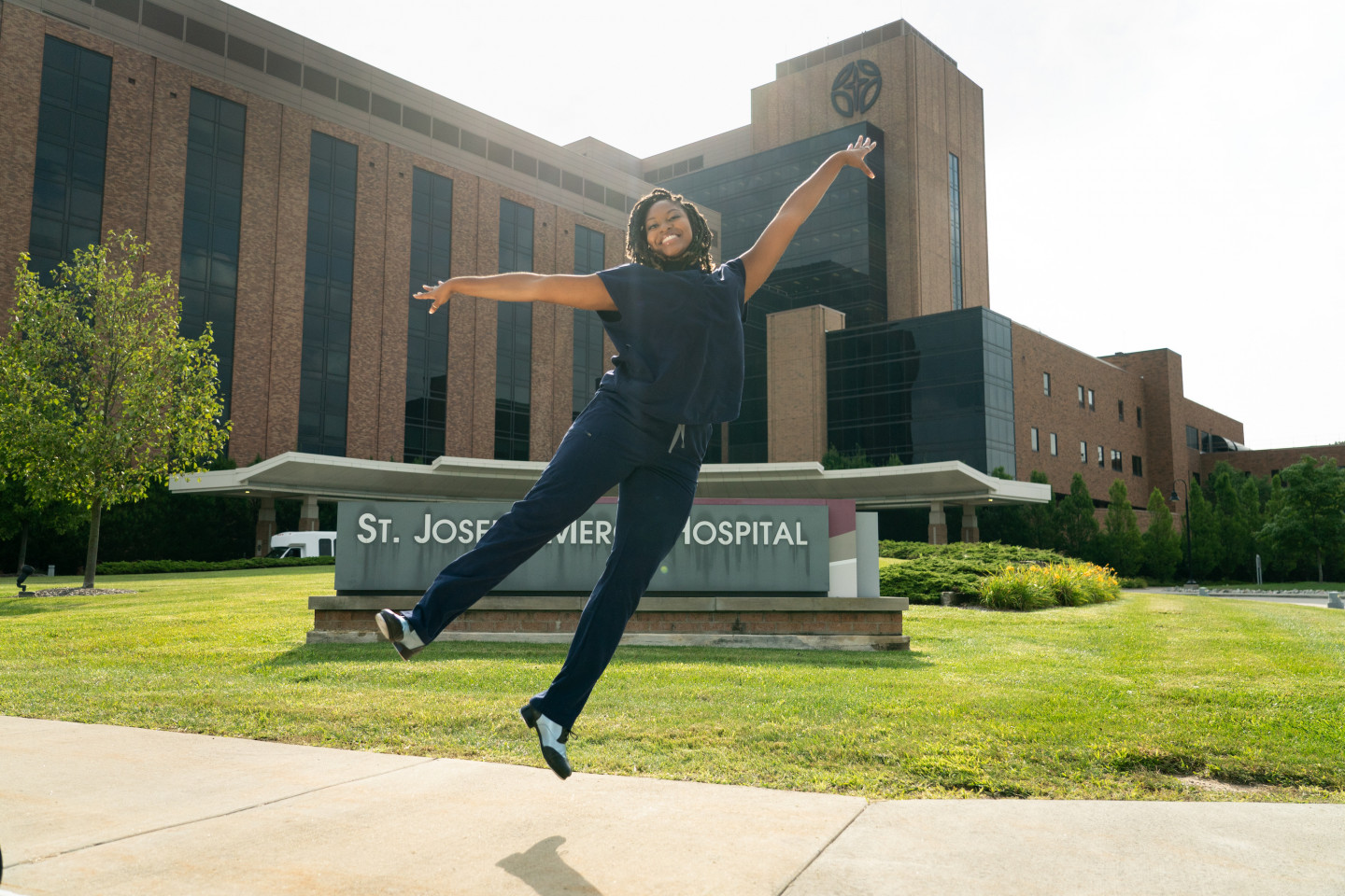 Kendall Owens dancing outside of St. Joseph Mercy Hospital.