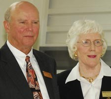 Photo of James and Lois Richmond.