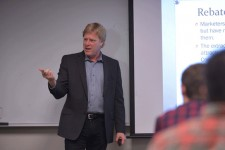 Photo of Steve Newell, sales and business marketing professor.