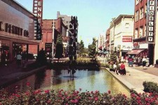An old photo of the Kalamazoo Mall when it was closed to vehicles.