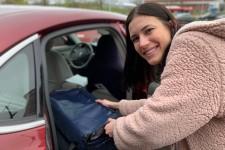 Nora Guensche loads food into a car.