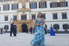 Daniela Peña Cabreja stands in front of an opera house.