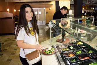 Student at salad bar at Bistro3