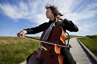 Photo of cellist Matt Haimovitz.