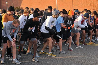 Photo of starting line of Turkey Trot 5K race.