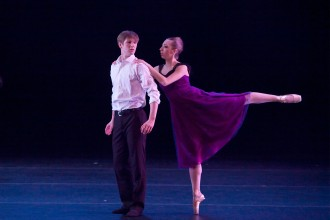 Photo of WMU dancers performing the ballet Entrechat.