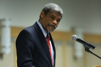 Image of William Chester Jordan delivering a plenary lecture at the 2018 congress