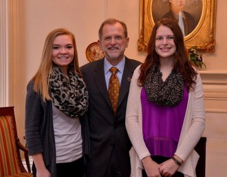 TRiO students with President Dunn