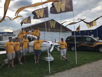 photo of WMU aviation students