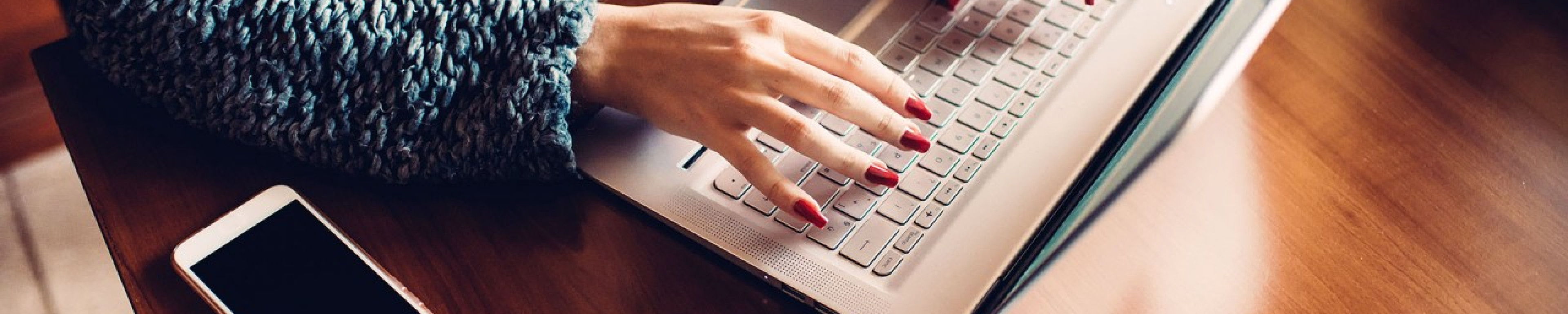 lady typing at a computer