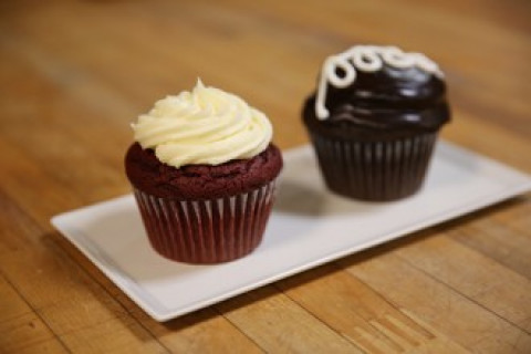 Red velvet and chocolate cupcakes on plate