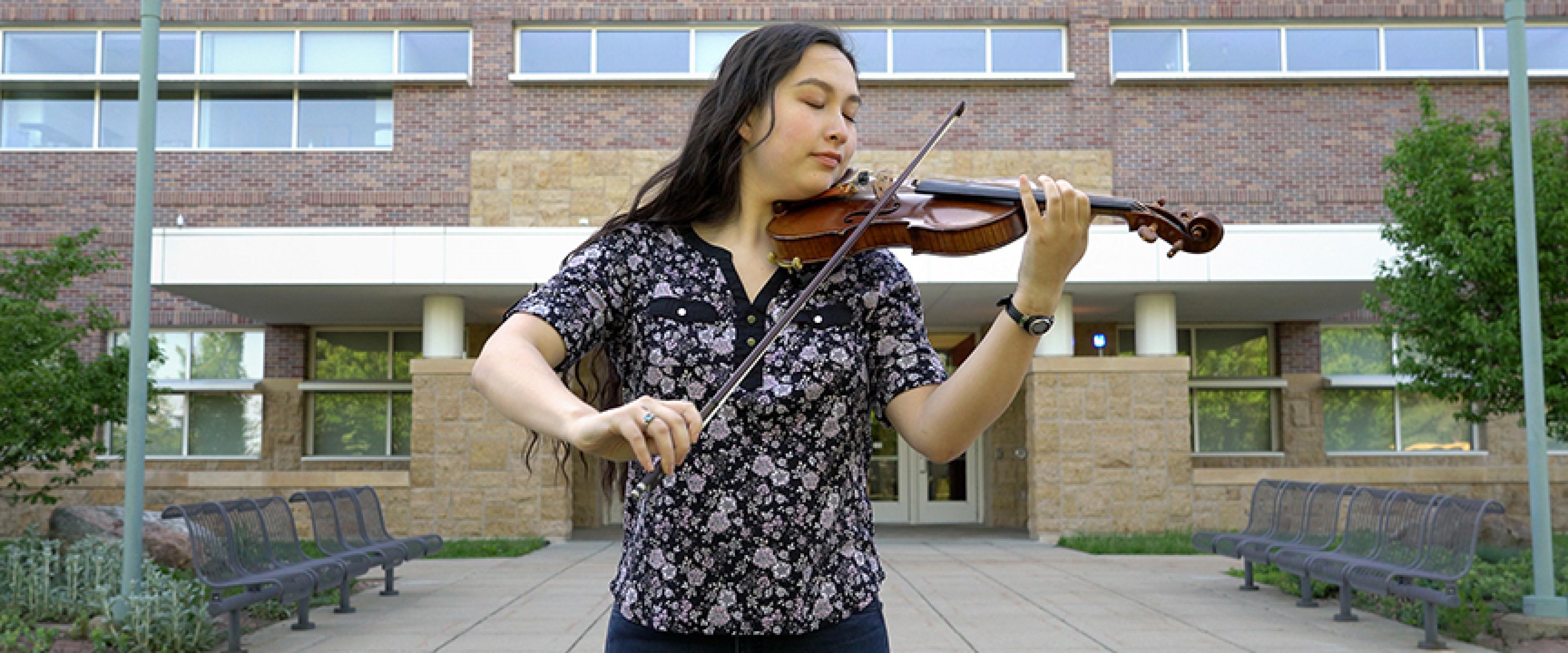 Emily Bosak playing violin.