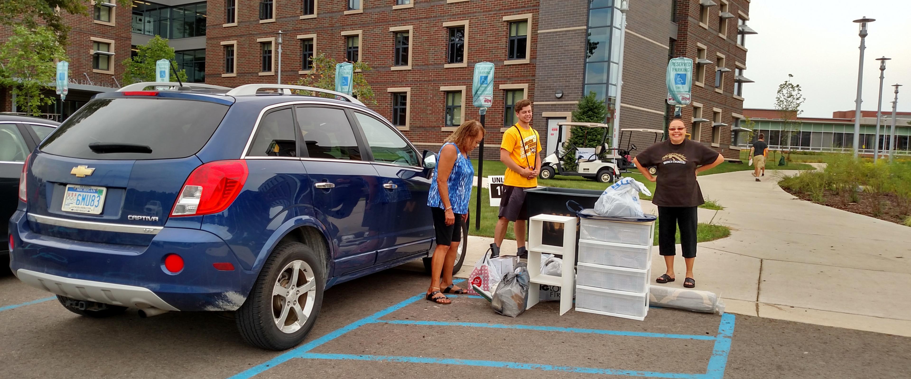 WMU family unloading car