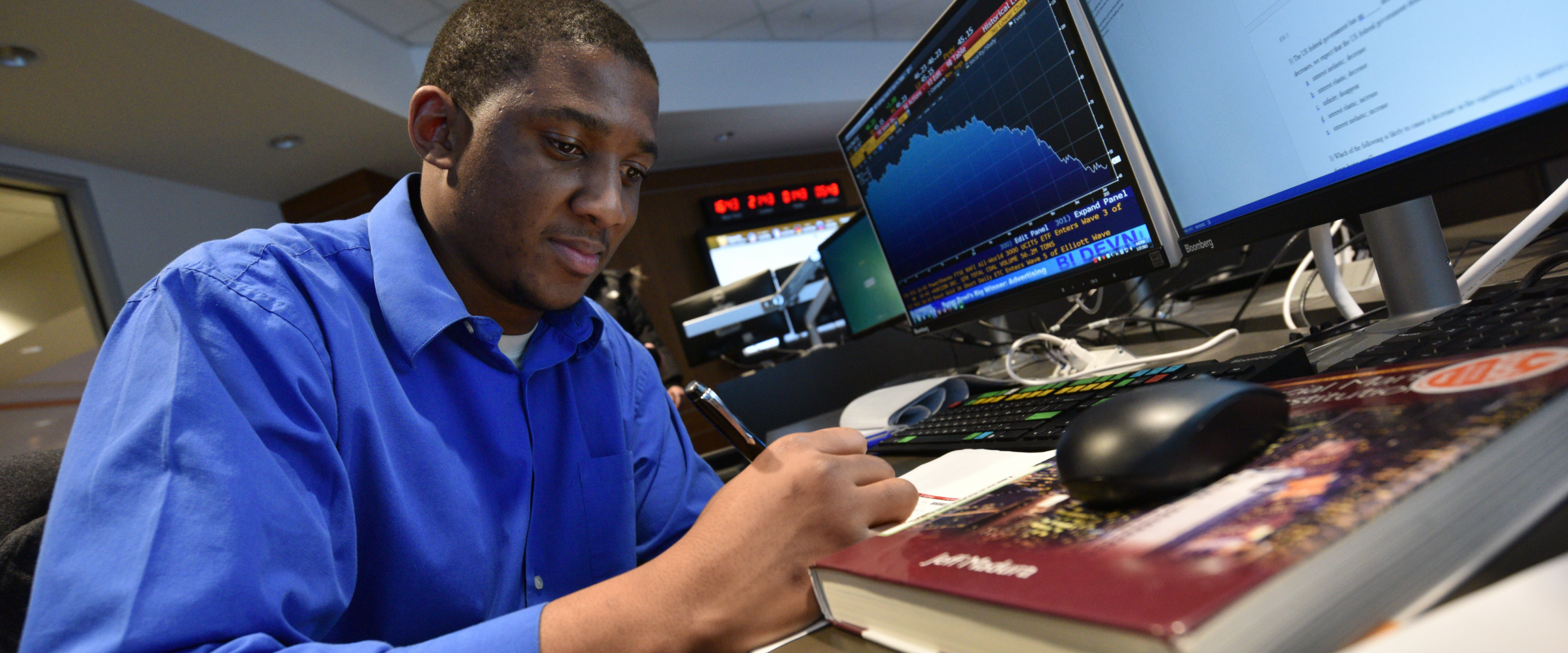 Student evaluating the stock market trends