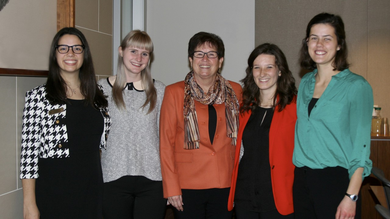 First Lady Sue Snyder with Honors College Students