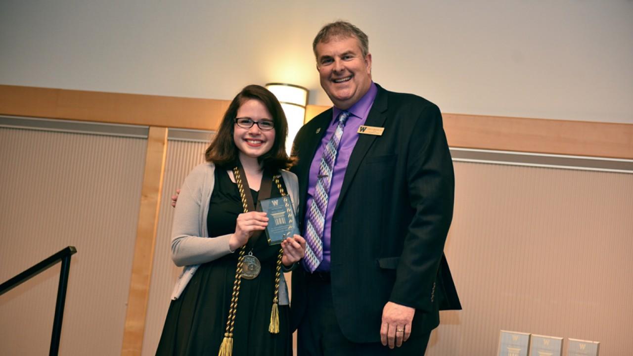 Honors student Giulia Avelar receives a Pillar Award