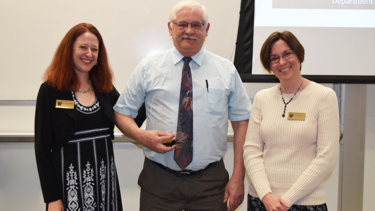 Faculty member wins faculty achievement award