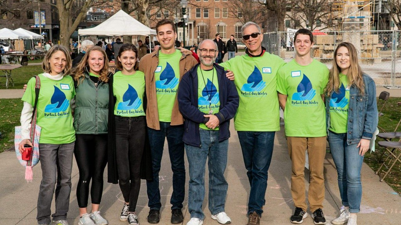 Two professors and students gather downtown for Earth Day