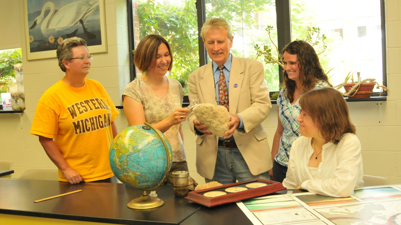 Earth science graduate students with Dr. Petcovic and Dr. Stoltman