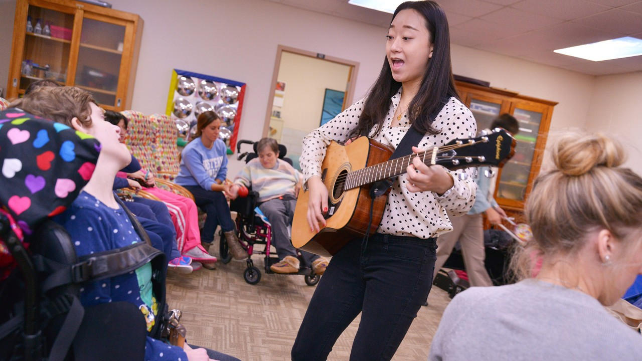 Music therapy students with CDS consumers
