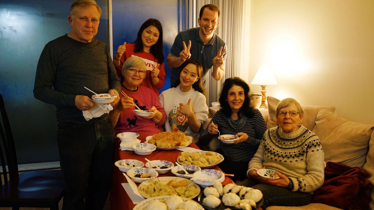 Students learn how to prepare Chinese food together with their instructors