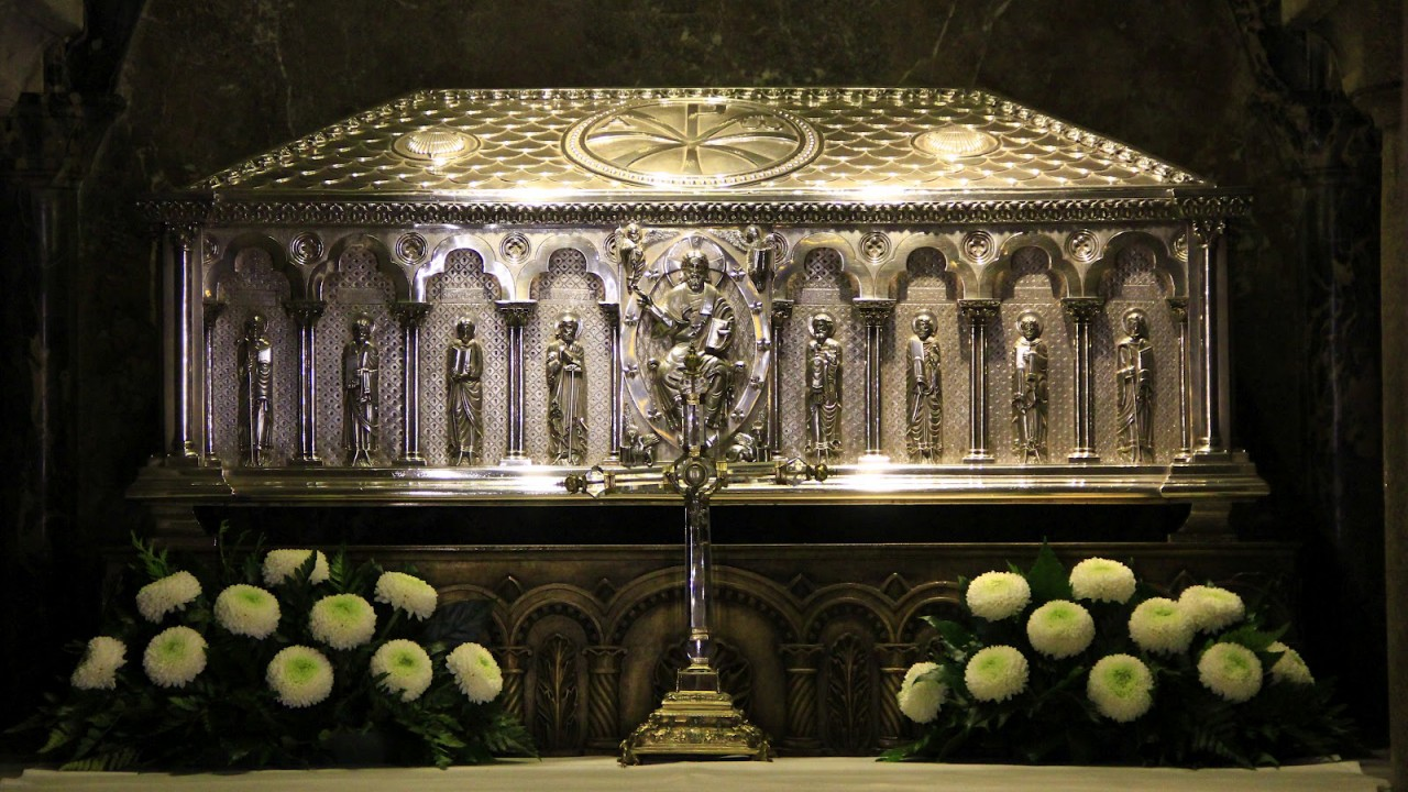 An image of the tomb of Saint James the Apostle in the cathedral of Santiago, Spain.