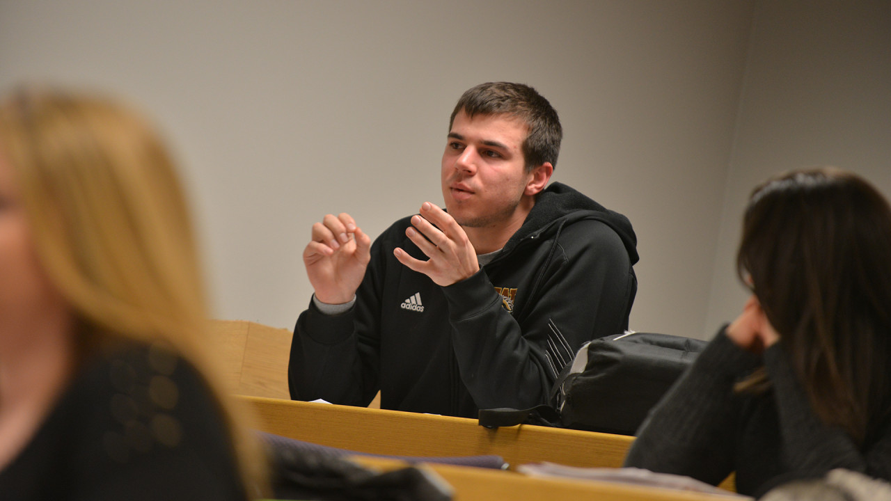 Photo of student discussion.