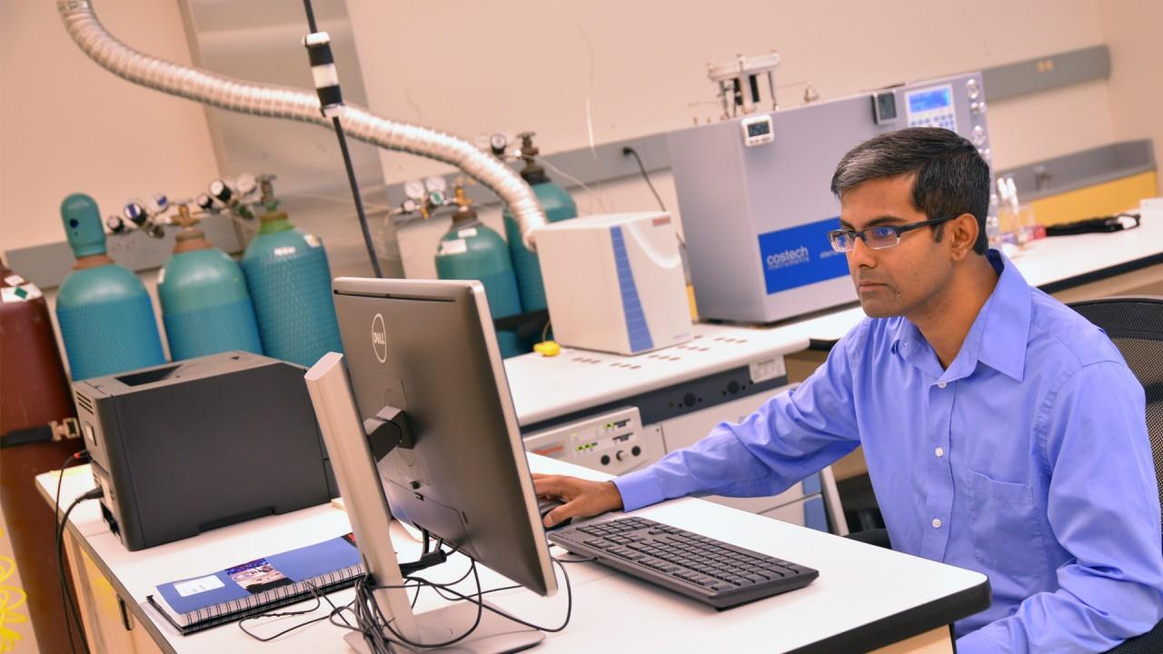 Dr. Thakurta uses his lab equipment via a desktop computer.