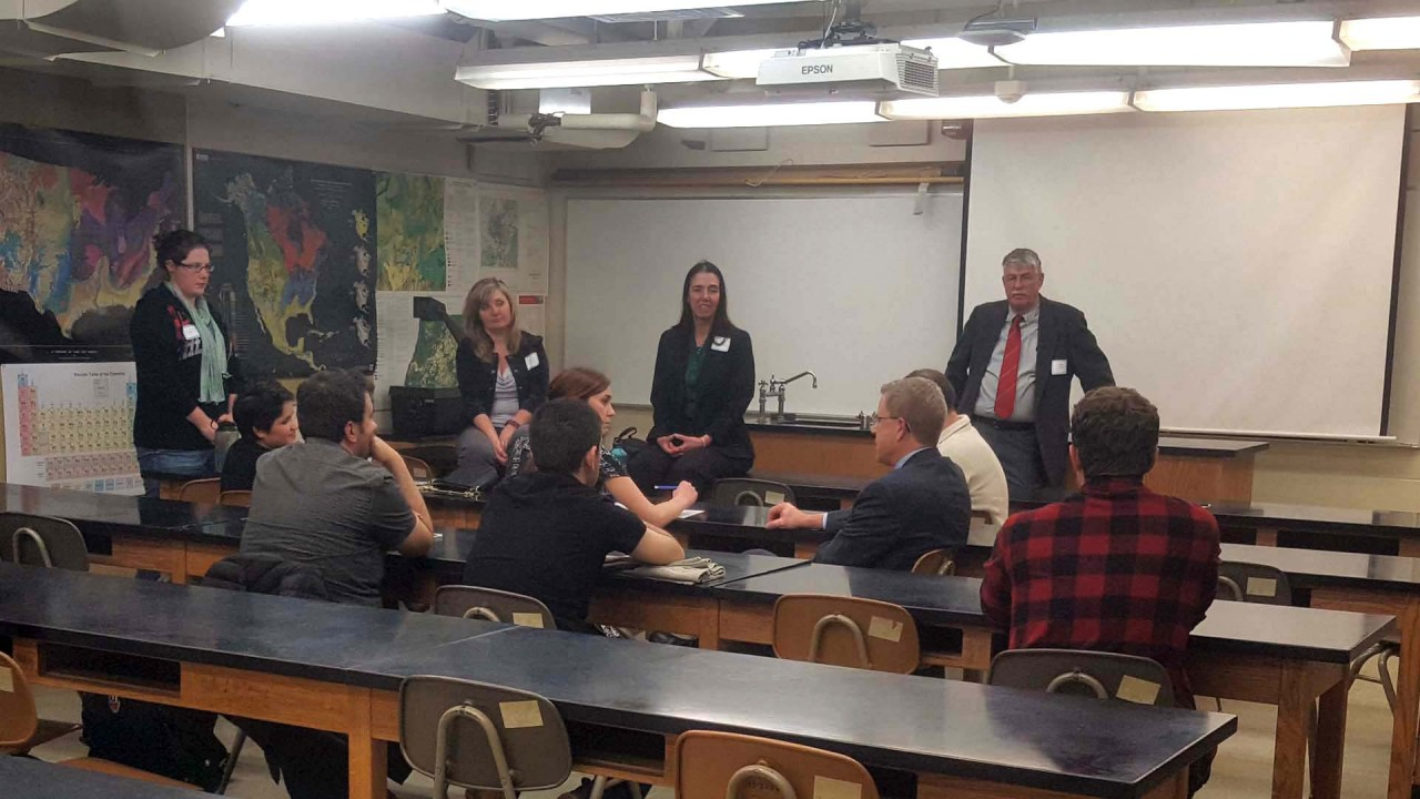 Students have a discussion with advisory council members