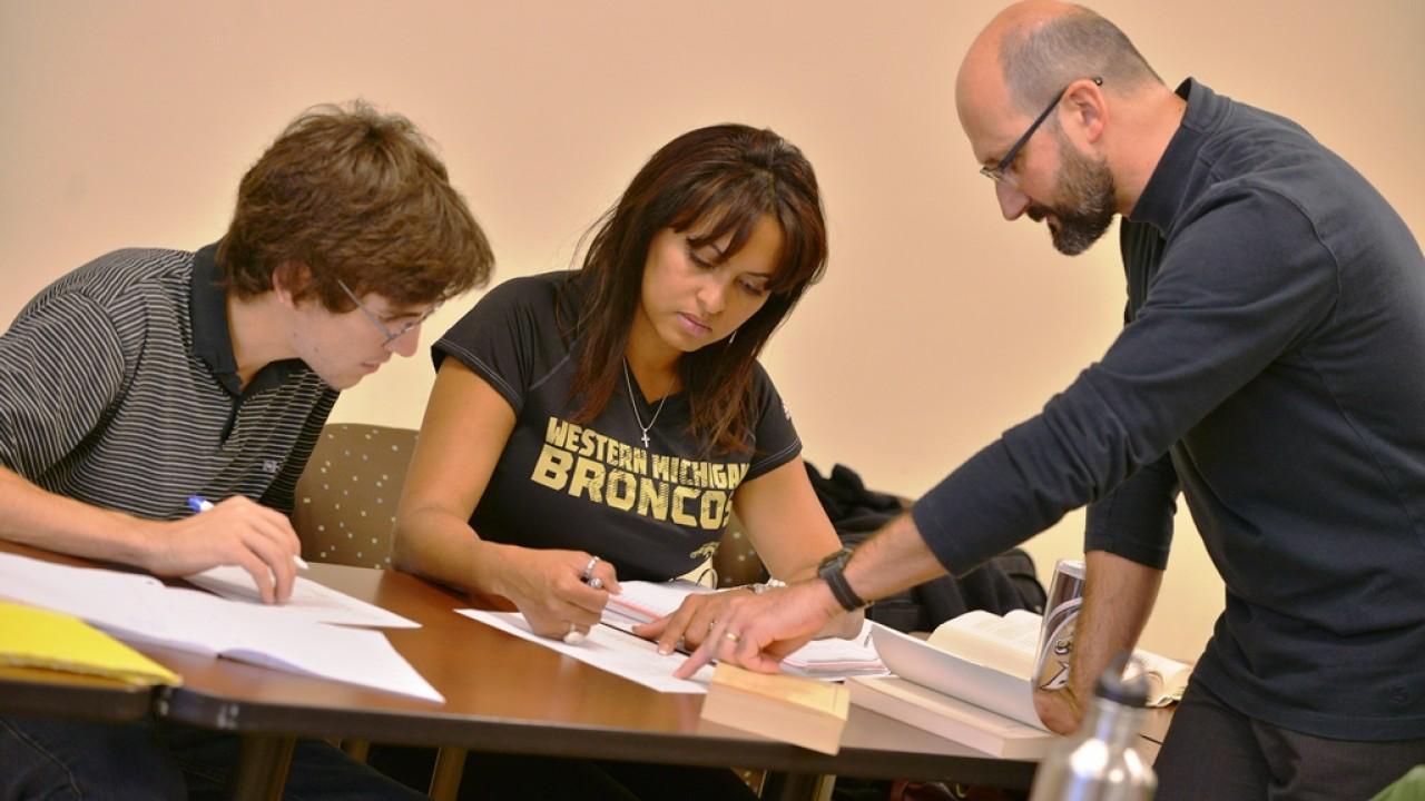 WMU professor and students in Spanish class