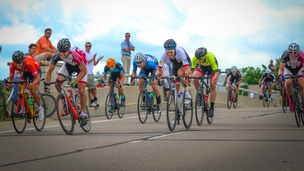 Men bike racing