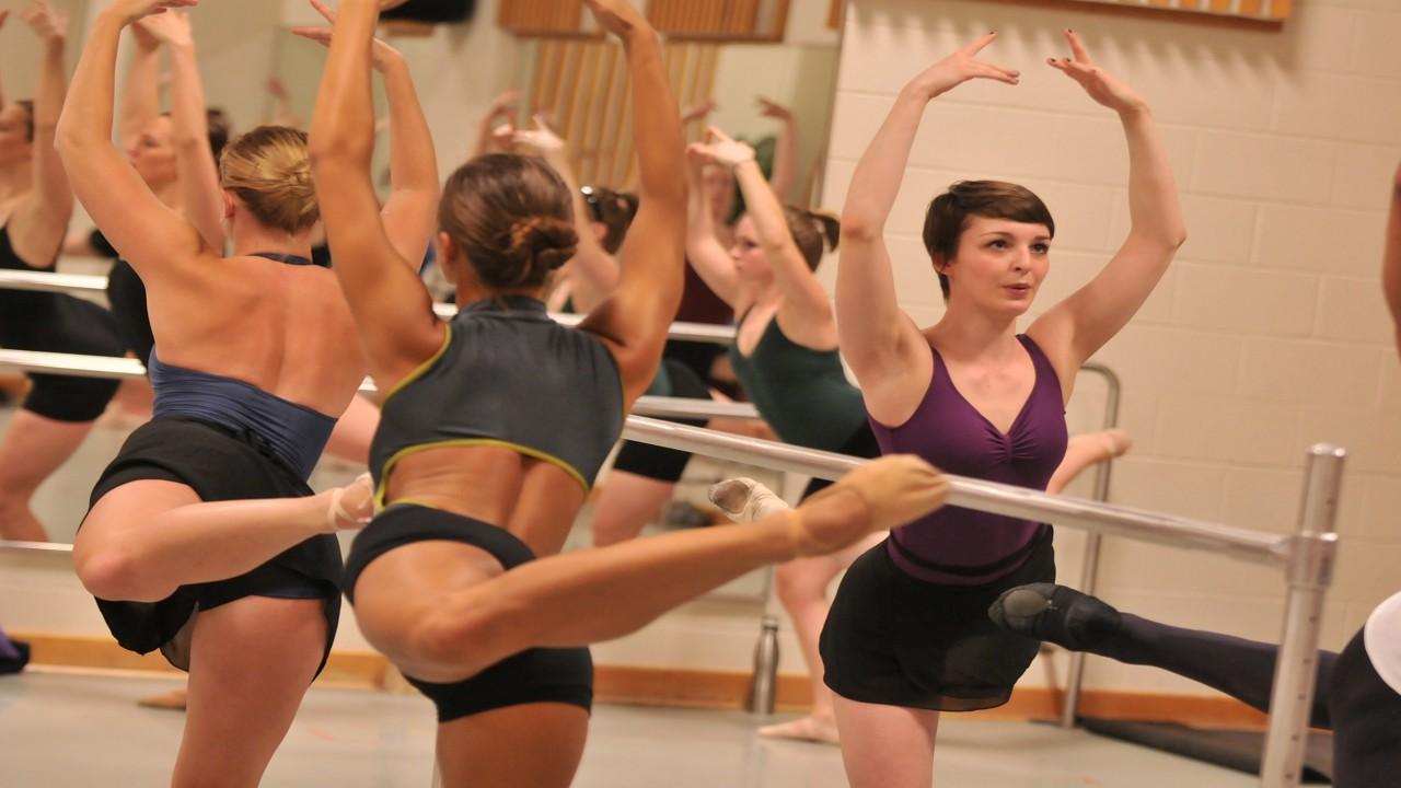WMu students taking a ballet technique class