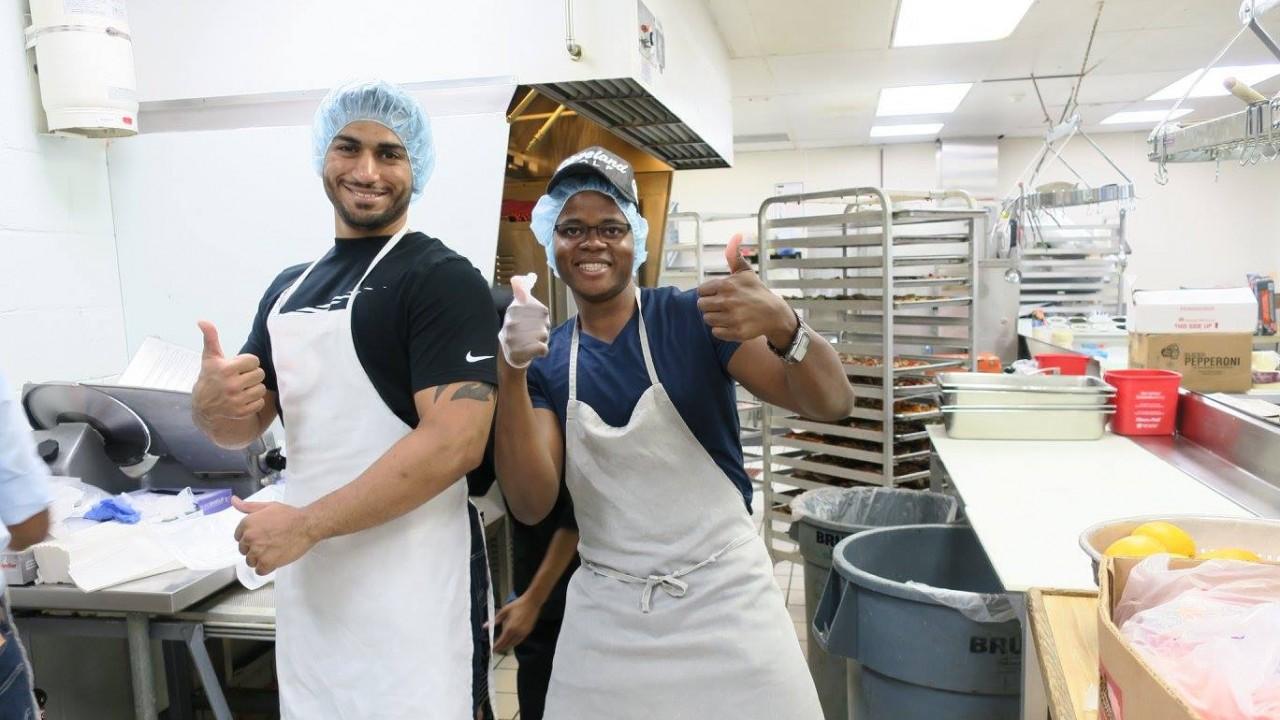 International Student Activities coordinates volunteering opportunities in the Kalamazoo community.