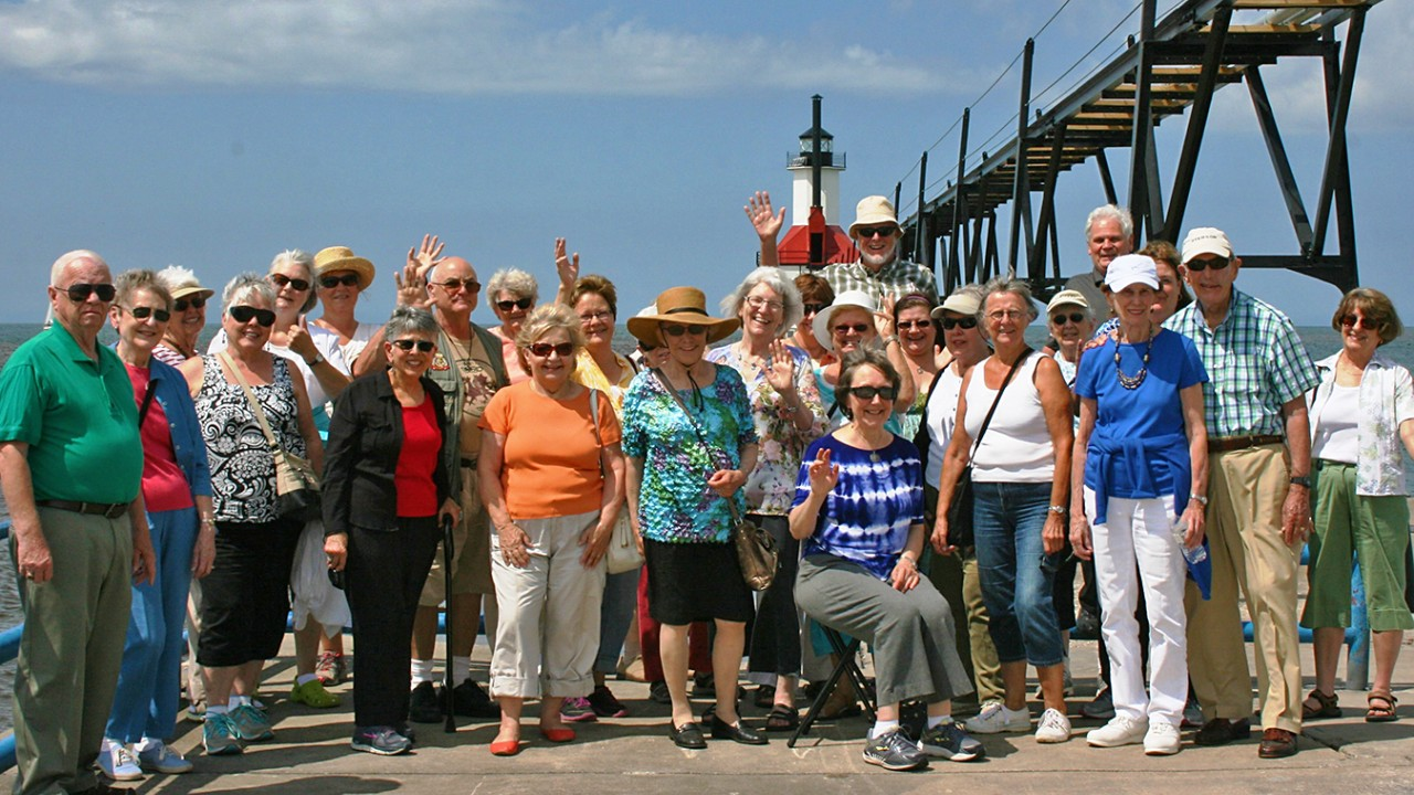 Group picture in St. Joseph in front of lighthouse