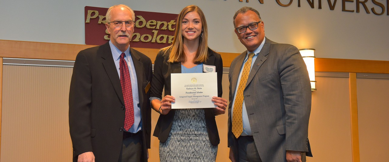 Kathryn Bules with WMU president and president of the WMU faculty senate during the award ceremony.