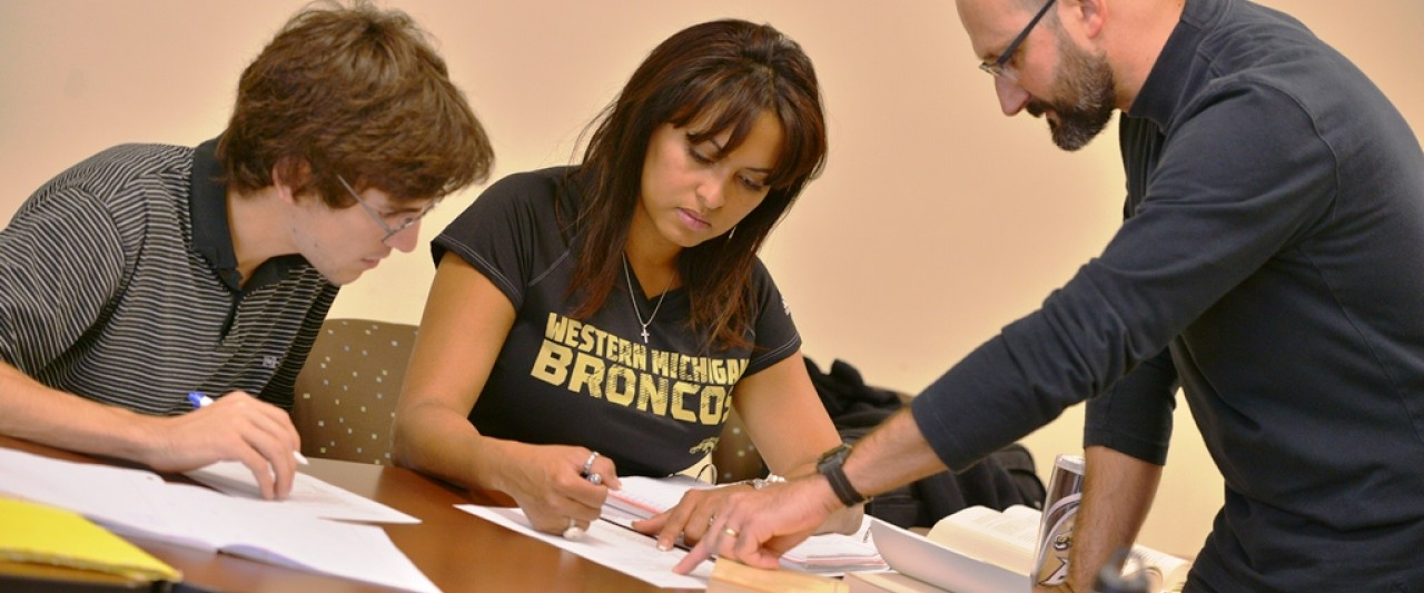 WMU professor and students in Spanish class