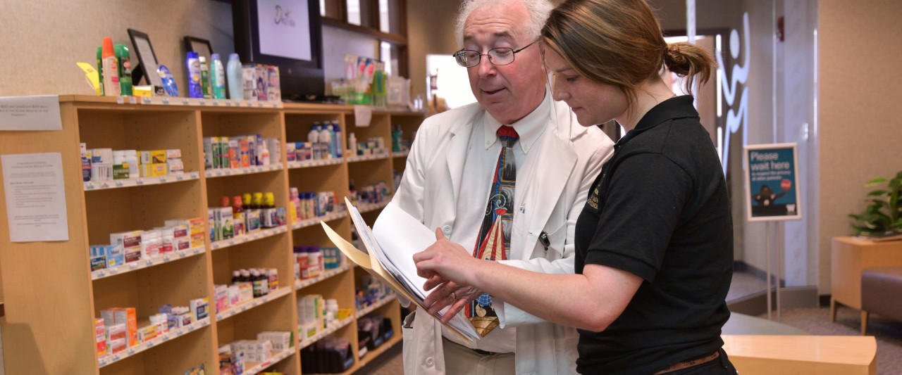 photo of pharmacist helping WMU student