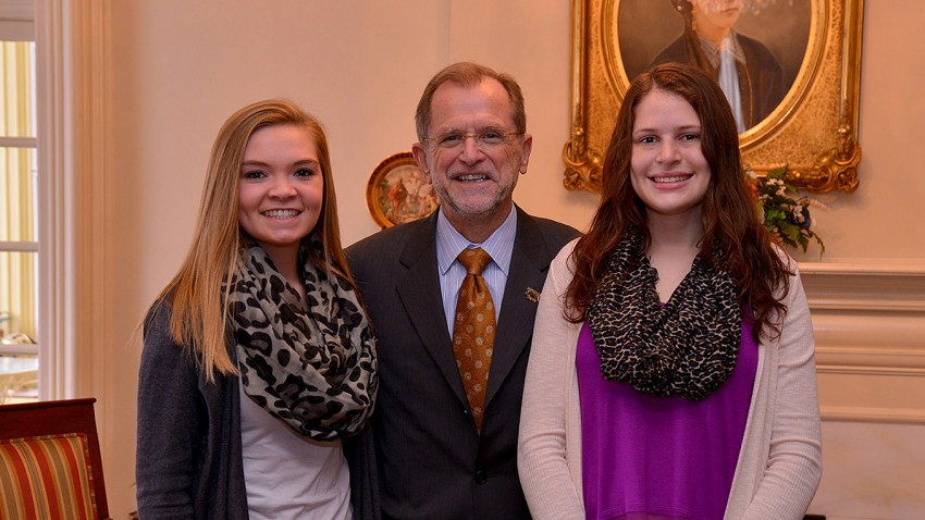 Photo of high-achieving students with WMU President John M. Dunn.