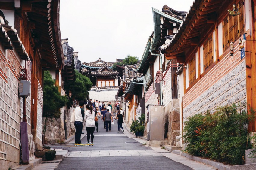 Photo of traditional Korean houses.